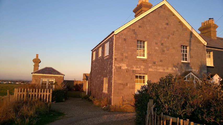 Pirates Point Self Catering Holiday Cottage - Selsey - Casa