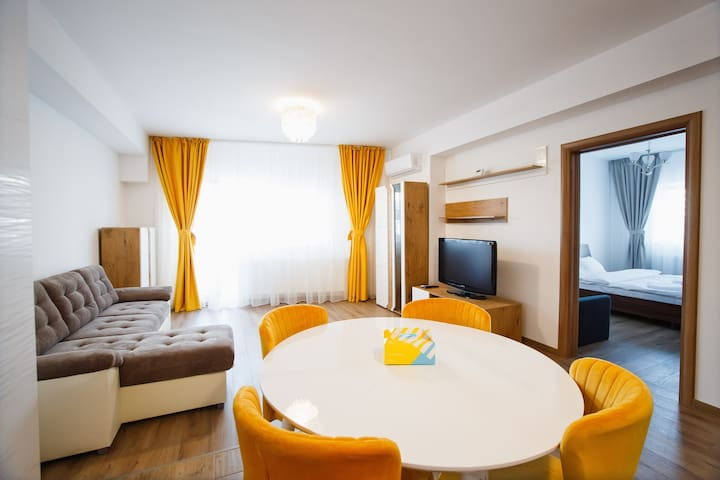 Spacious & Bright 2 bedroom Central Apartment