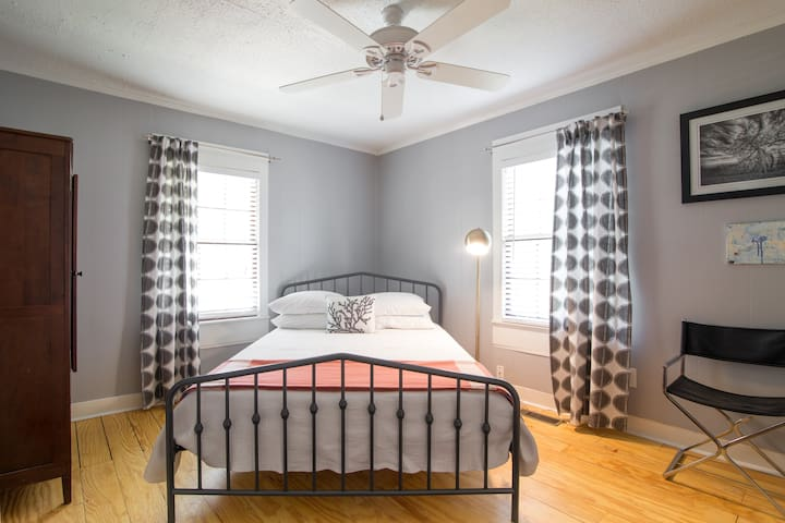 Alternate view of spacious front bedroom with luxe Queen-sized Casper mattress and soft white linens.