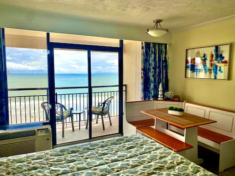 Magnificent Oceanview condo. Heated pools. New