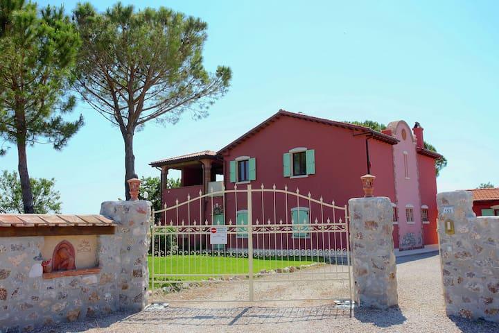 Accogliente villa per vacanze a Grosseto con piscina
