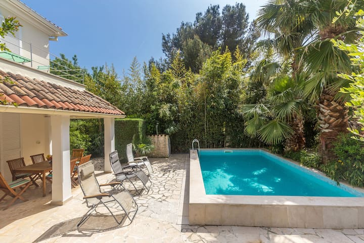 Delux Villa in Pula with Swimming Pool