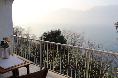"""appartamento """"Bella vista"""" - Brezzo di Bedero - Flat"""