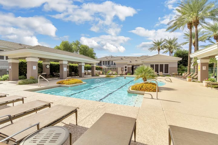 FREE GOLF & MORE! Kierland Commons Fine Dining & Shopping, Hiking, Fitness room, Heated Pool & Spa!
