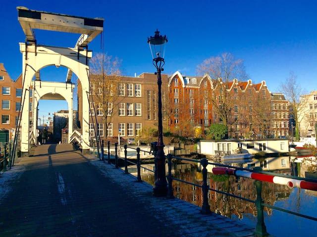New luxury city centre apartment appartamenti in affitto for Alloggio a amsterdam