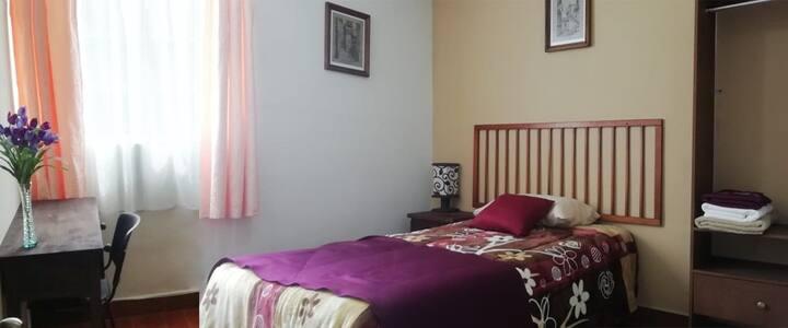 Cómoda e impecable habitación en súper ubicacion.