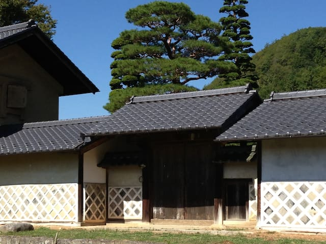 The house was built 300 years ago. (図書蔵Library) - Iida-shi