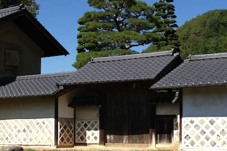 The house was built 300 years ago. (図書蔵Library) - Iida-shi - Inap sarapan