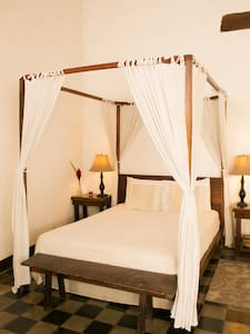 Romantic Colonial Bed & Breakfast. - Bed & Breakfast
