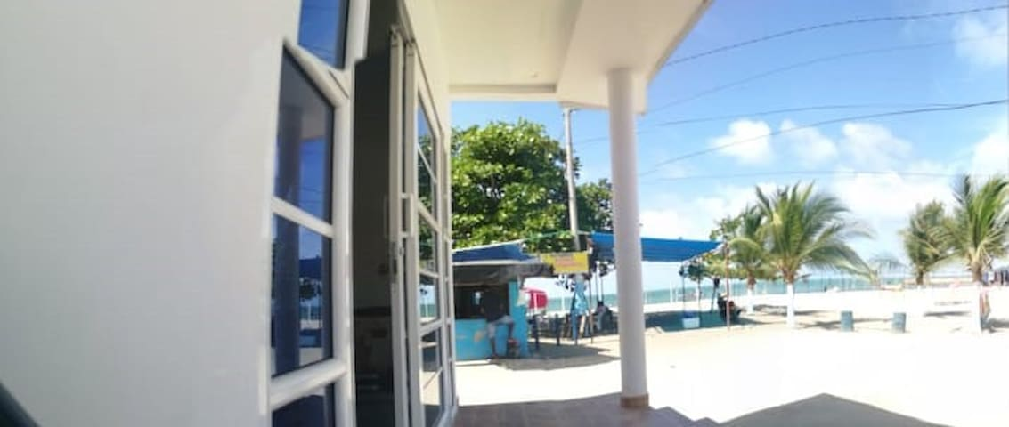 Casa en Coveñas, frente al mar.