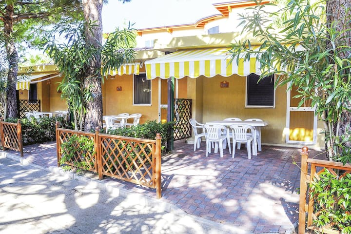 Bungalow with private veranda on a nice tourist village directly on the seafront