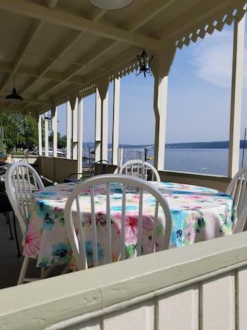 Sweet Cottage on Cayuga Lake
