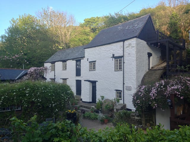 Cottage with watermill - 4 mins stroll to beach
