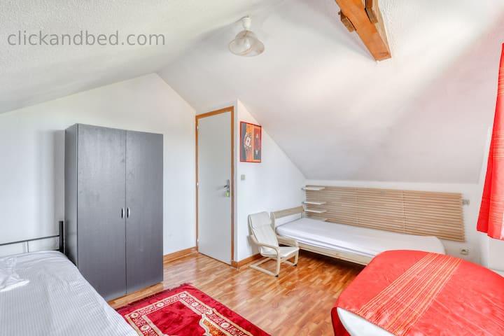 Hostel  ornex pays de gex lit simple proche aéroport Genève