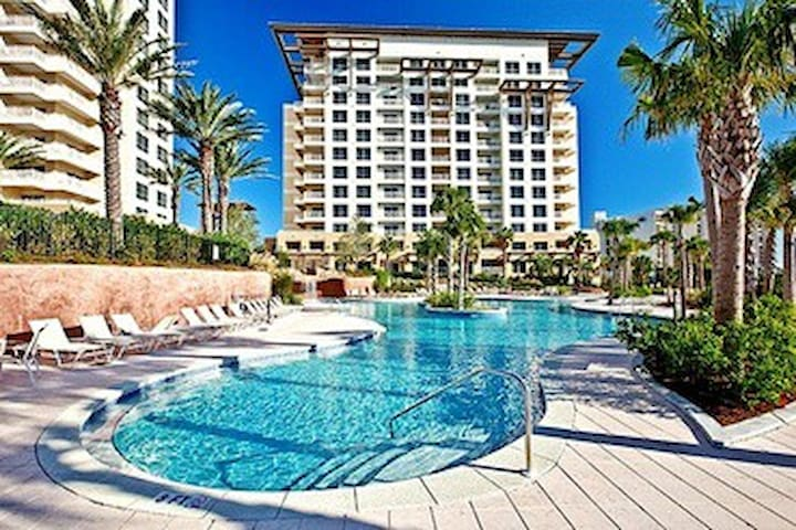 Beautiful Sandestin Condo! Two master suites!