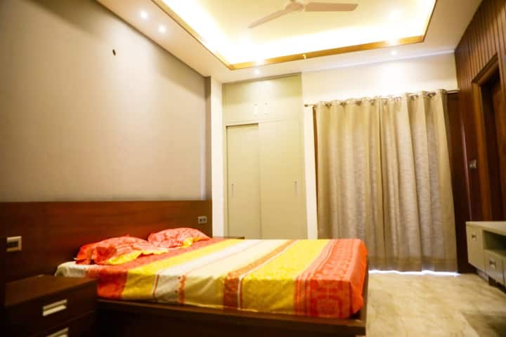 Anand Homes private room for 2 adults Dehradun