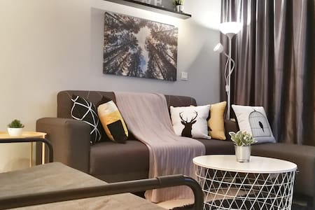 GRC2723 Cozy Modern Netflix (3min Paradigm Mall)