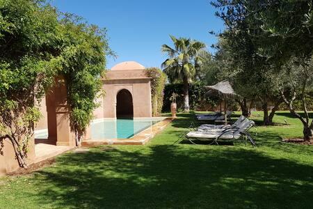 Villa 6 pers avec piscine privée et gouvernante