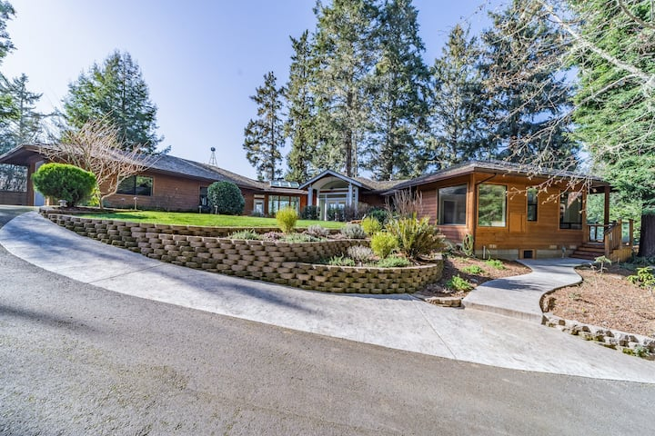 Gorgeous, dog-friendly home w/ magnificent bay, meadow, & mountain views!