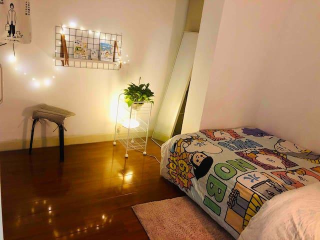 【甜品师的家】中山公园愚园路2/3/4号线super cozy room(girls only)