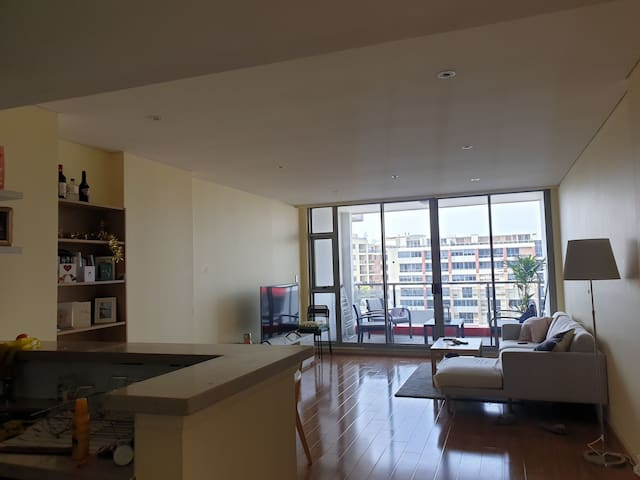Spacious, light filled apartment in Sydney suburb