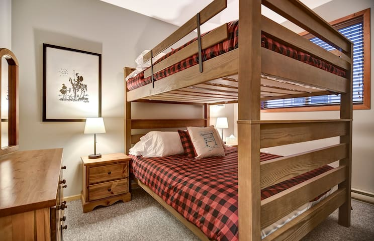 4th Bedroom (2nd floor)