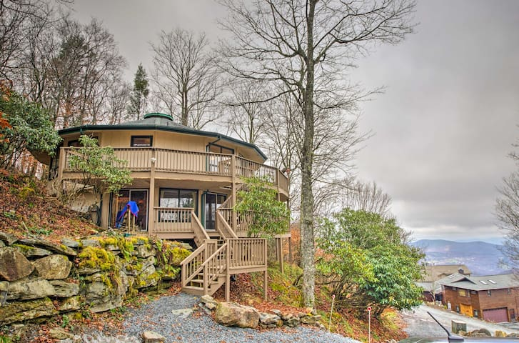 Unique Beech Mountain Home w/Indoor Hot Tub + View