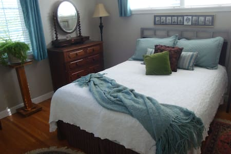 Burt B&B - Sioux Falls - Bed & Breakfast