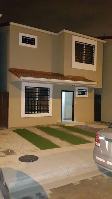 Casa en Urbanizacion Privada... comoda, dos dormitorios disponibles..
