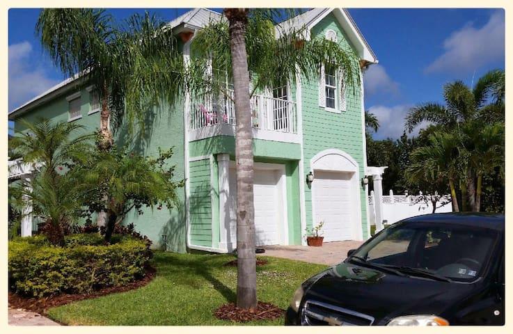 Key West Style in Hobe Sound
