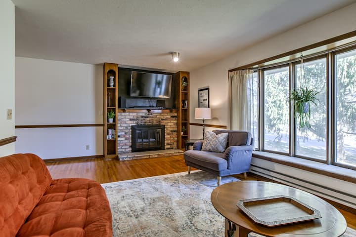 Spacious West Omaha Home~ Sanitized & Group Ready