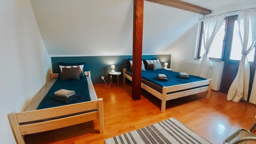 Spacious House 8Min to Centre + Free Parking
