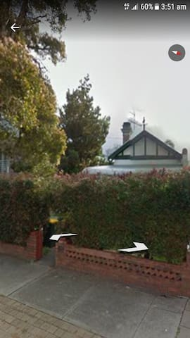 location, location... 5 min to city - North Perth - House