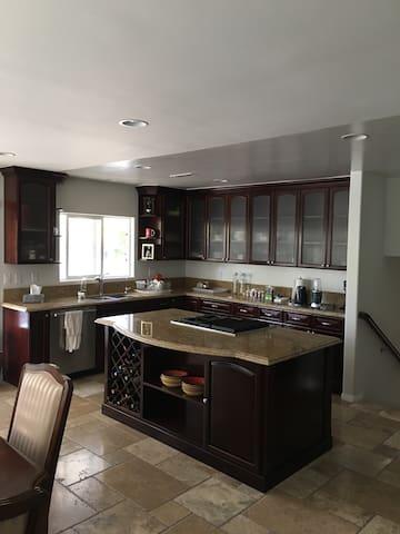Beautiful Calabasas Home - Calabasas