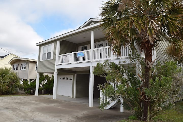Large House on 2nd row easy access to beach FUN!!