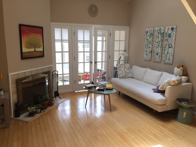 Green room: private bed+bath - Fairfax - Condominium