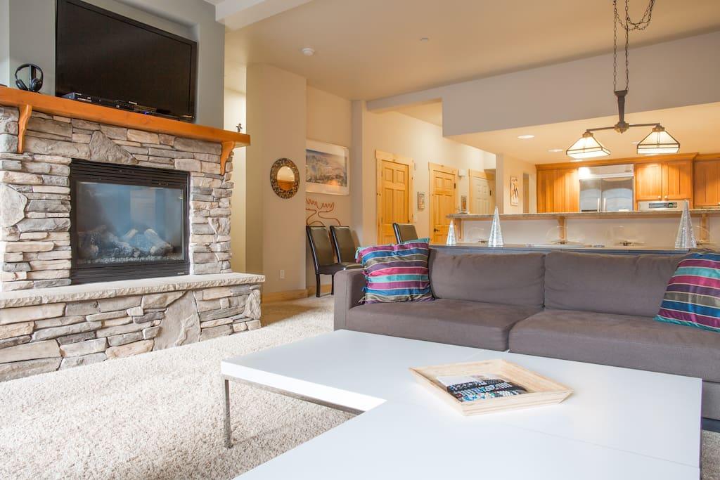 Living room - gas fireplace & flatscreen TV