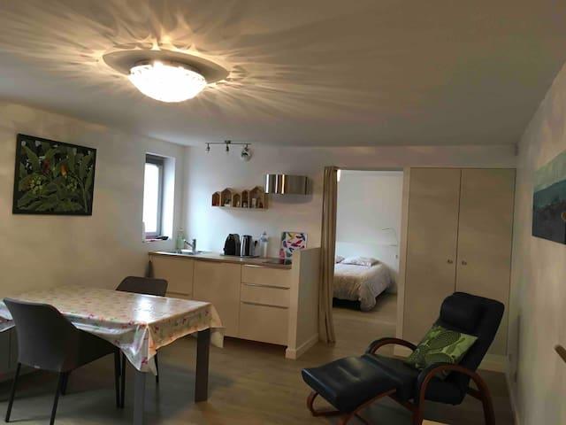 Appartement design, à deux pas du Cluny historique