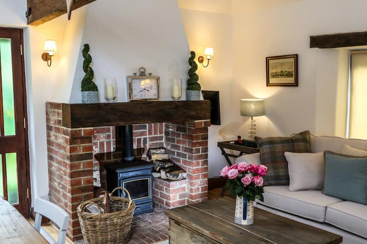 Stunning Luxury Self-Catering Barn, Nr Goodwood