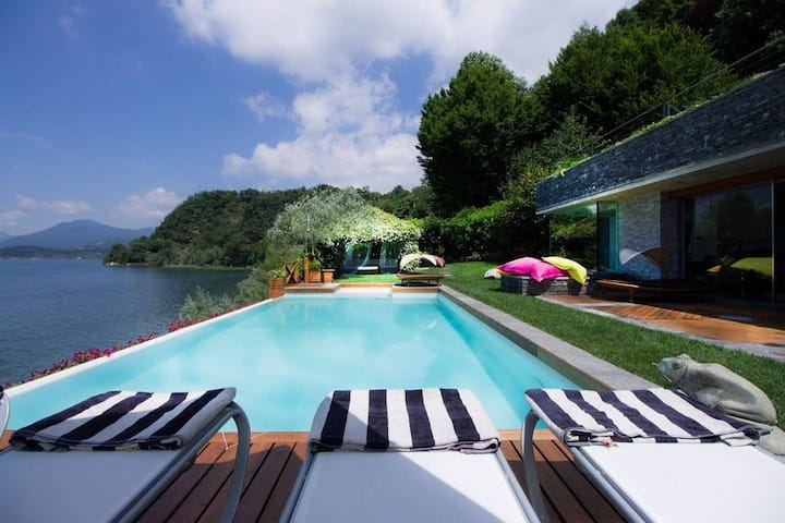 Lakeside villa in Ispra with pool