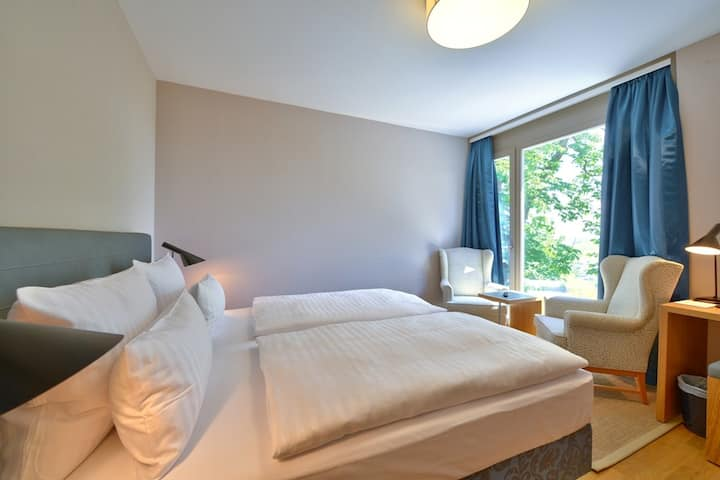 Vogelsburg (Volkach), Doppelzimmer Spätlese luxuriöse Einrichtung mit Boxspring-Bett