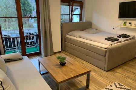 NEU renovierte Ferienwohnung im Allgäu mit Balkon