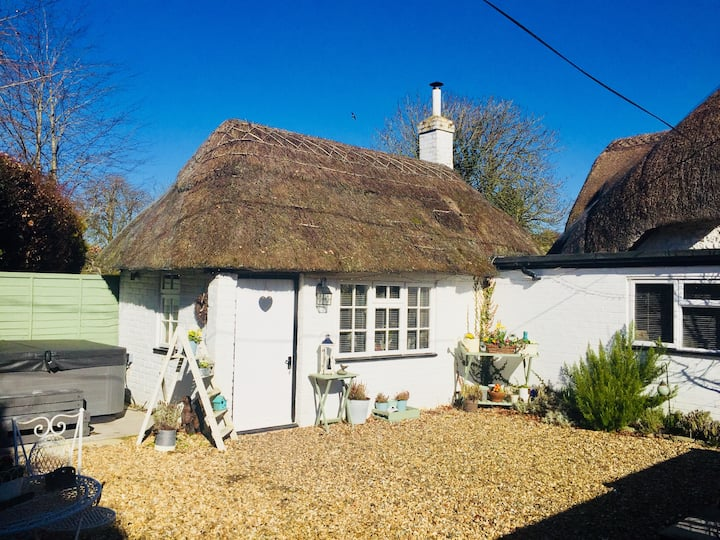 Cosy little country cottage with luxury hot tub
