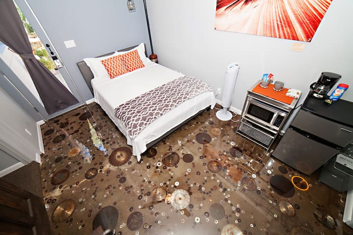 Pipe Dreams Suite -1BD/ 1BA Center of Phoenix