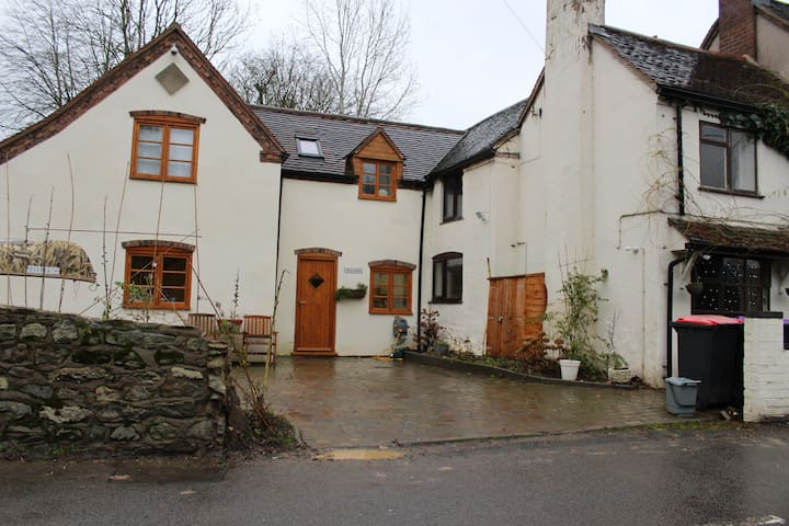 Beaulah Cottage overlooking Ironbridge Gorge