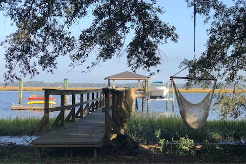 Cozy waterfront cottage w/ private dock