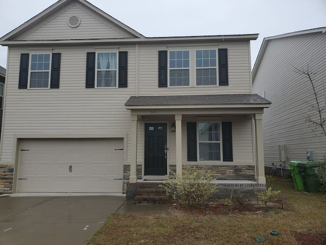 Beautiful 4 BR/3 bath! Your home away from home