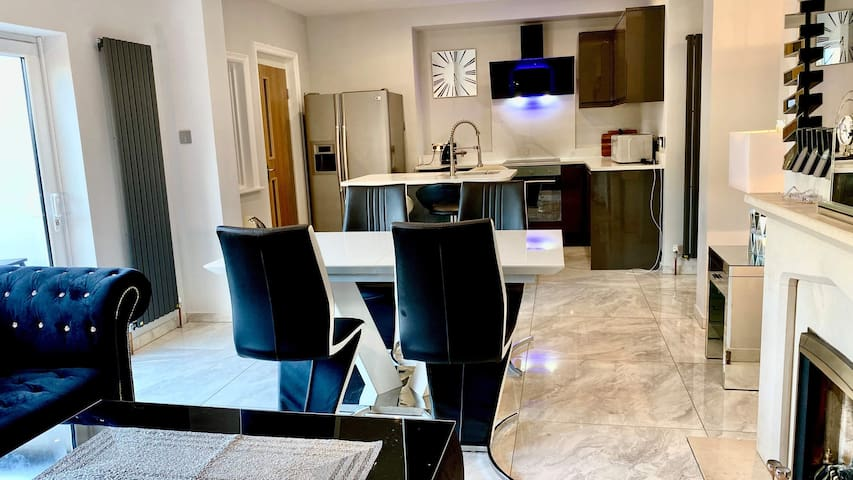 Stunning 4 double bed luxury apartment
