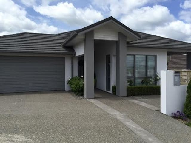 Modern quiet Gay Bed and Breakfast Tauranga - Pyes Pa - Casa