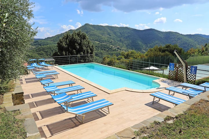 Lovely villa heated outdoor pool & tennis court